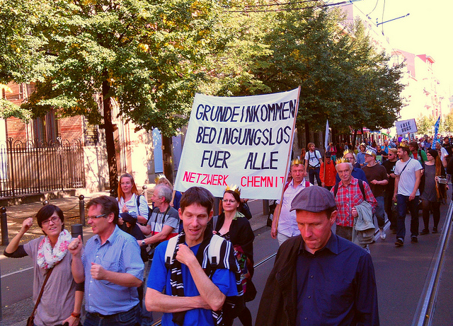 Demonstration für das BGE in Chemnitz | CC-BY-2.0  BukTom Bloch via flickr