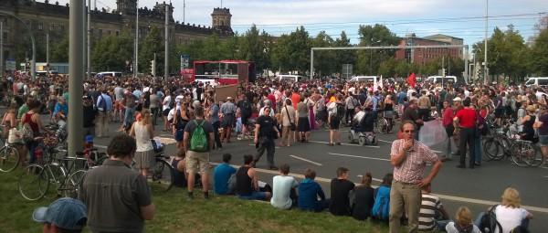 Kundgebung vor dem Polizeipräsidium | CC BY Steve König