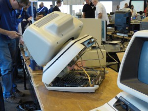 Ein servicefreundlicher Commodorecomputer wartet auf seine Reparatur | CC BY Michael Renner