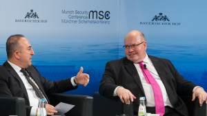 Mevlut Çavuşoğlu (Minister of Foreign Affairs, Republic of Turkey; left) and Peter Altmaier (Head of the Federal Chancellery and Federal Minister for Special Tasks, Federal Republic of Germany) |  Bildquelle: MSC / Hildenbrand