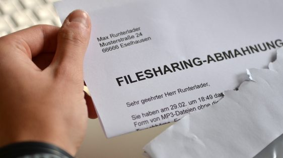 Filesharing-Abmahnung | CC BY 3.0 Dirk Vorderstraße via Wikimedia Commons