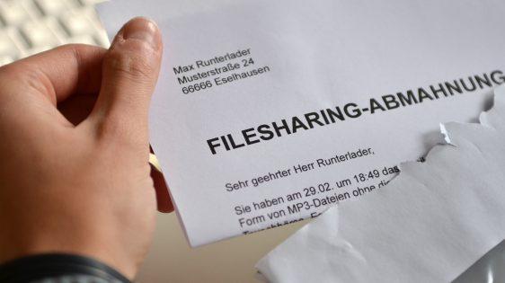 Filesharing-Abmahnung | CC BY 3.0 Dirk Vorderstraße via Wikimedia Commons